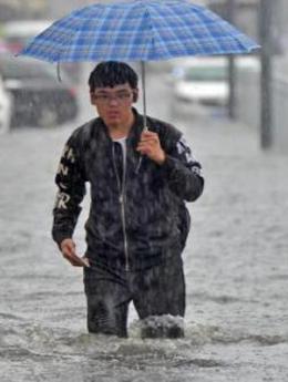 汛期44次大范围暴雨近百城内涝