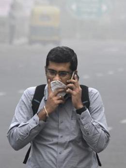 """新德里遭遇严重霾官员自嘲""""毒气室"""""""