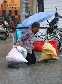 初夏南方连续强降水致多地内涝
